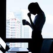 El estrés laboral: definición, causas, consecuencias y cómo prevenirlo